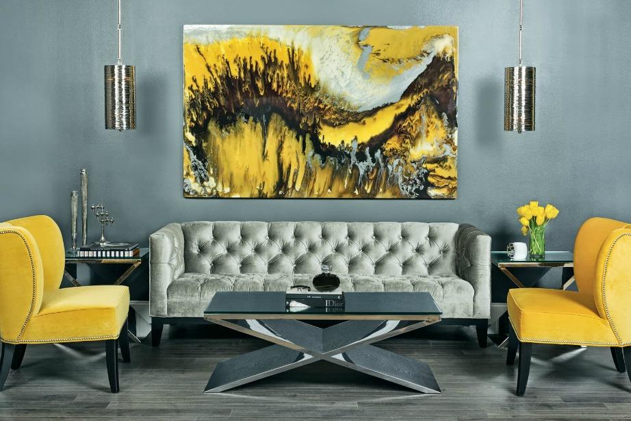 Αν είστε φαν της έντασης τότε επιλέξτε έντονα γκρι και κίτρινα χρώματα στο σαλόνι σας.