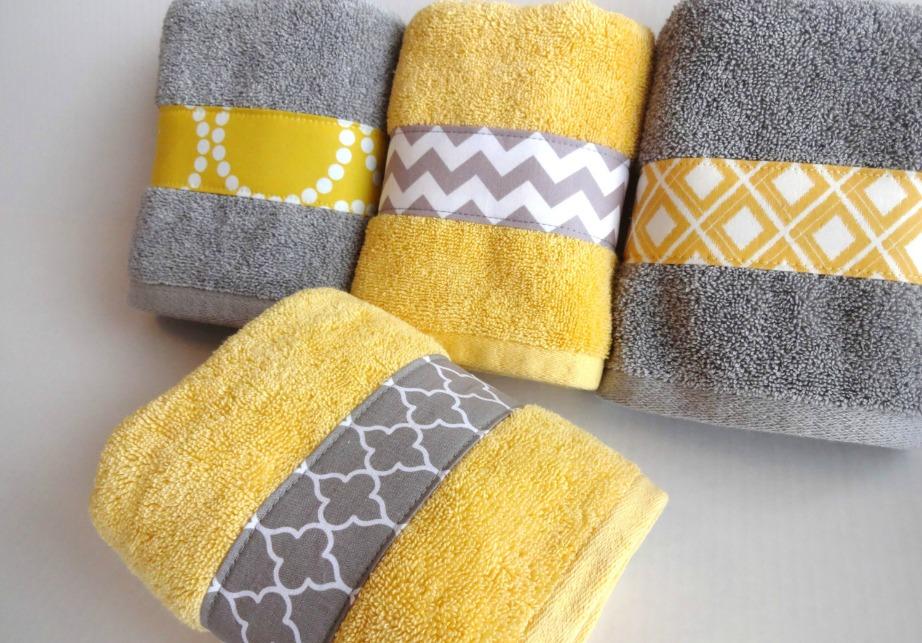 Επιλέξτε γκρι-κίτρινες πετσέτες για να δώσετε χρώμα σε ένα μουντό μπάνιο.