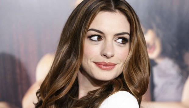 To Νέο Ρετιρέ της Anne Hathaway Αγγίζει την Κορυφή!