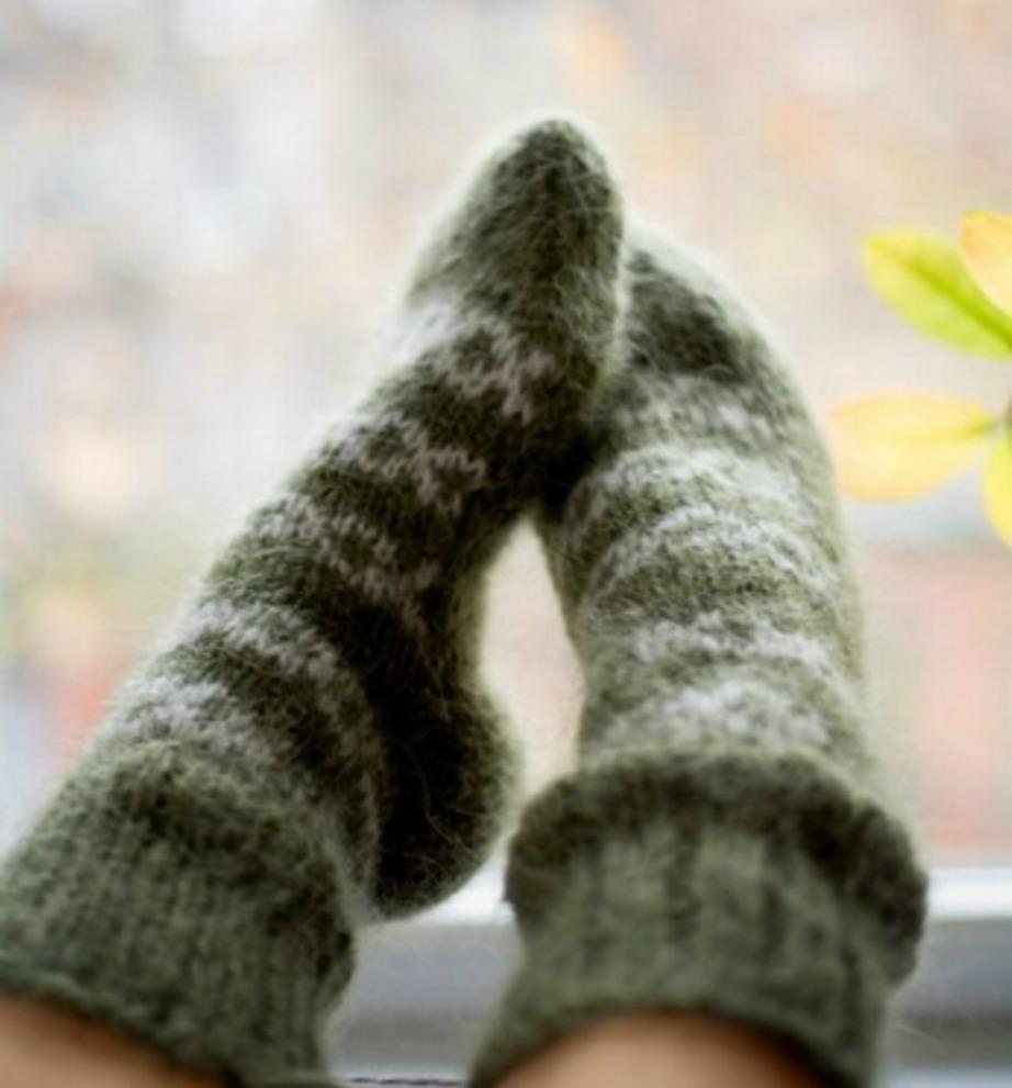 Ντυθείτε καλά. Τα πόδια σας ειδικά, πρέπει να είναι πάντα ντυμένα με ζεστές κάλτσες καθώς όλος ο κόσμος κρυώνει πρώτα στα πόδια.