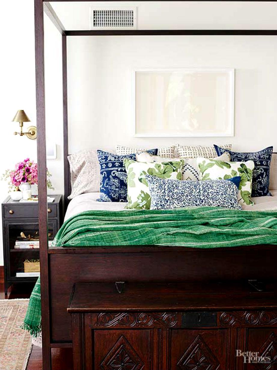Στο μάστερ υπνοδωμάτιο το ξύλινο κρεβάτι κερδίζει τις εντυπώσεις!