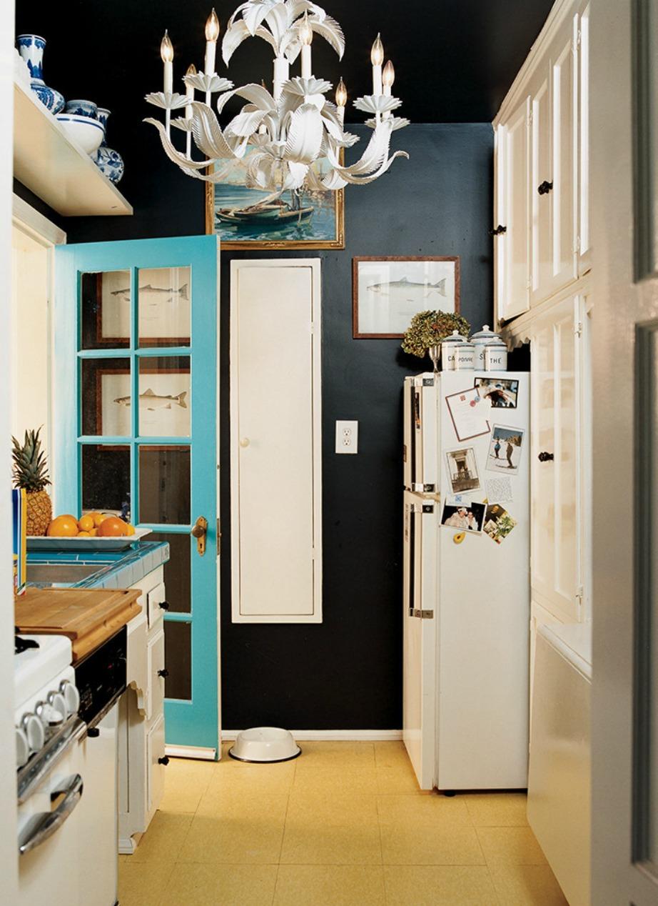 Δώστε τπολυτέλεια στον χώρο σας προσθέτοντας έναν πολυέλαιο, χρυσές λεπτομέρειες και χρώματα που δίνουν πιο σοφιστικέ χαρακτήρα στον χώρο σας.