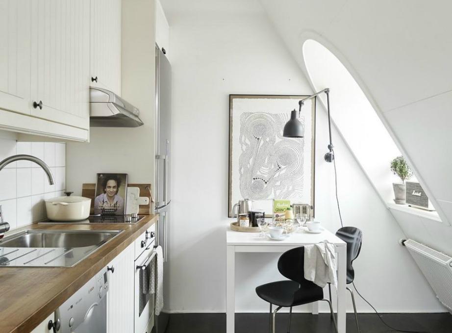 Ένα μικρό χαριτωμένο τραπεζάκι θα προσθέσει στιλ στην κουζίνα σας και θα του δώσει ελαφρώς παριζιάνικο αέρα.
