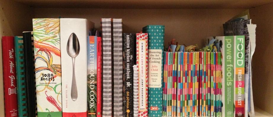 Καθαρίστε τα βιβλία μαγειρικής με νερό και ξύδι.