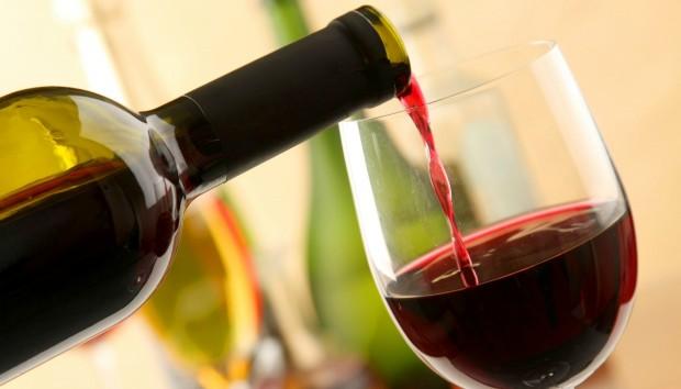 DIY: Μετατρέψτε ένα Μπουκάλι Κρασιού σε Αντικείμενο Χρήσιμο για την Κουζίνα σας