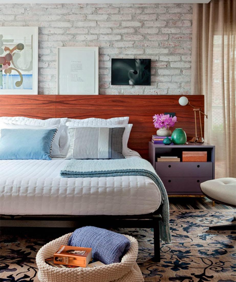 Το κρεβάτι σας πρέπει να είναι τοποθετημένο στη μέση και να έχει οπωσδήποτε δύο κομοδίνα αριστερά και δεξιά, όπως ακριβώς θα είχε αν έμενε μαζί σας ο σύντροφός σας.