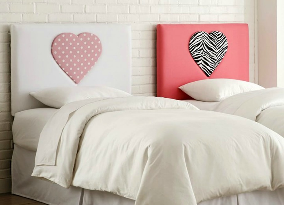 Μπορεί τα κάδρα πάνω από αυτά τα κρεβάτια να βοηθάνε στο να φαίρεται έναν νέο έρωτα στη ζωή σας, αλλά τα δύο μονά κρεβάτια δεν είναι καλό φενγκ σούι.