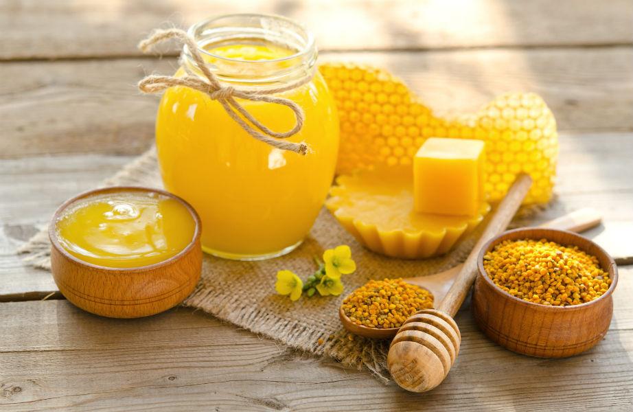 Το κερί μέλισσας έχει ενυδατικές ιδιότητες.