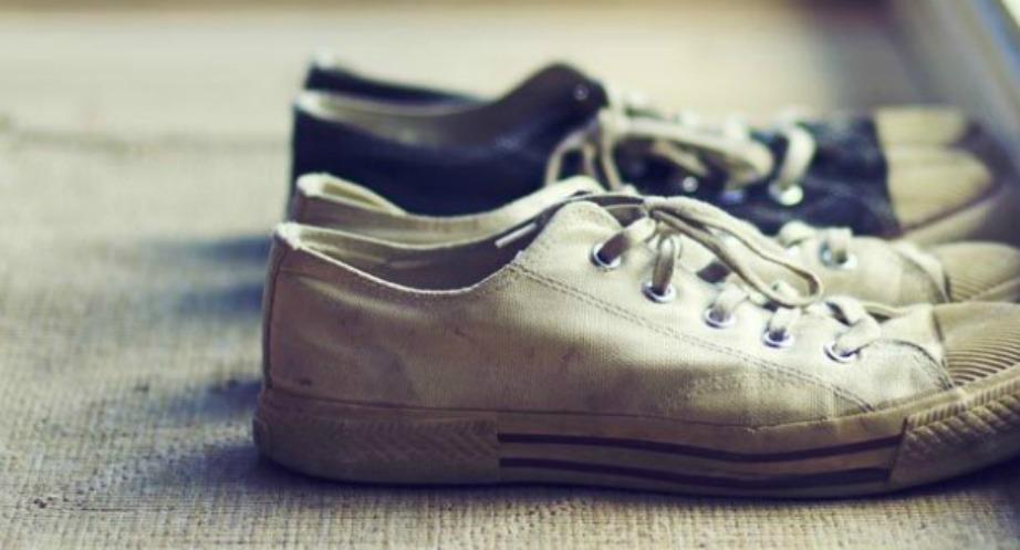Αποκτήστε νέα συνήθεια να βγάζετε τα παπούτσια σας κάθε φορά πριν μπείτε μέσα στο σπίτι.