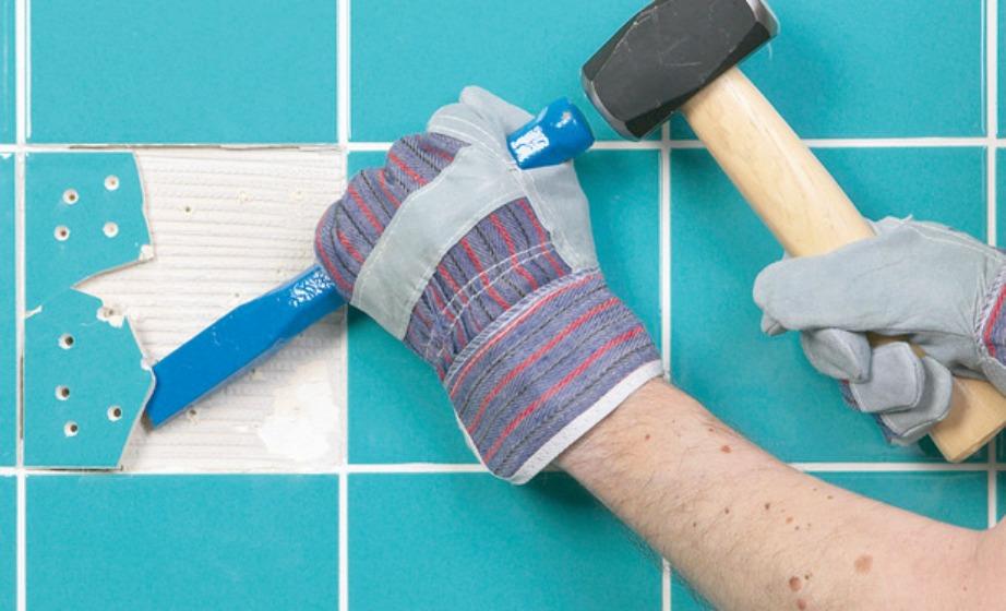 Βγάλτε τα ραγισμένα πλακάκια και βάλτε στη θέση τους πολύχρωμα.