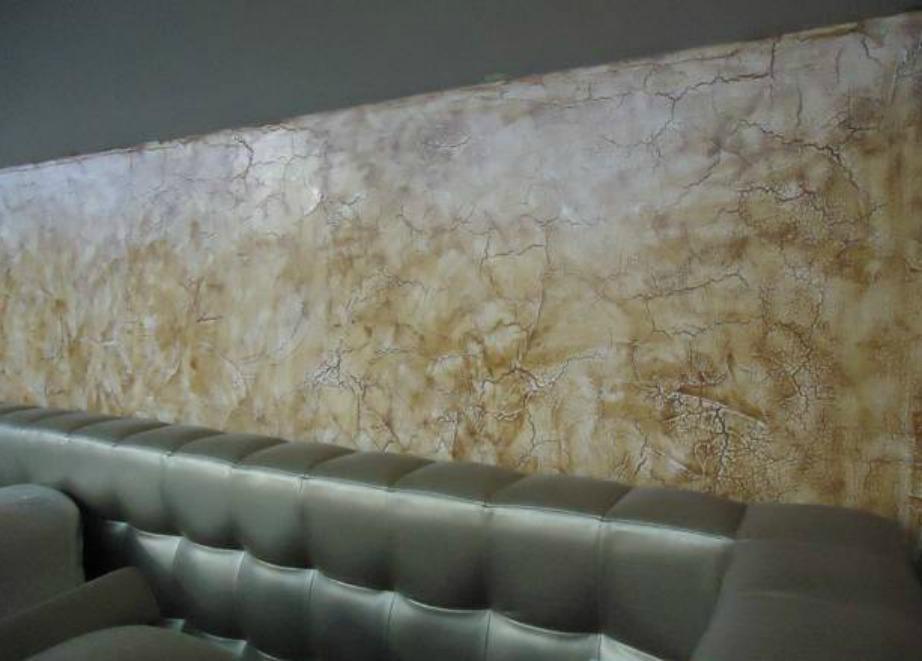 Με αυτή την ειδική τεχνοτροπία θα φαίνεται όλος ο τοίχος σας γεμάτος με ραγίσματα.