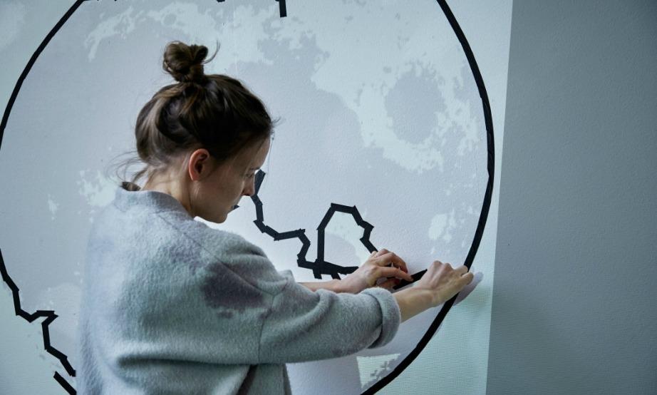 Δημιουργήστε το δικό σας έργο τέχνης χρησιμοποιώντας αυτοκόλλητες ταινίες.