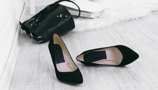 Υπάρχει Σοβαρός Λόγος για να μην Φοράτε Παπούτσια Μέσα στο Σπίτι