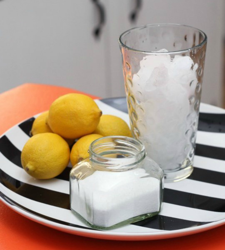 Με λεμόνι και μαγειρική σόδα ο νεροχύτης σας θα μοσχομυρίσει.