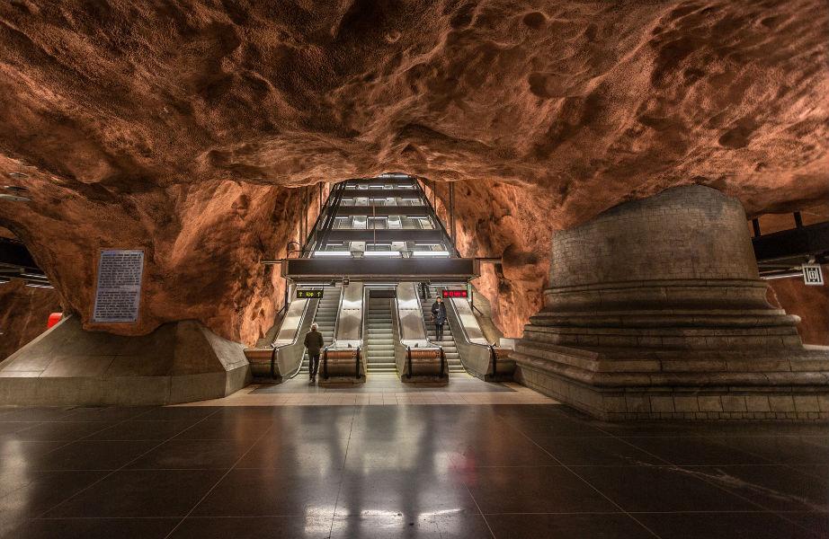 Ο σταθμός Kungsholmen θυμίζει σπηλιά.