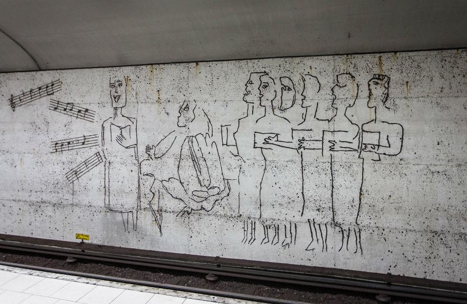 Ένα έργο του πλέόν διάσημου Σουηδού καλλιτέχνη, Derkert, κοσμεί τη σταθμό Östermalmstorg.