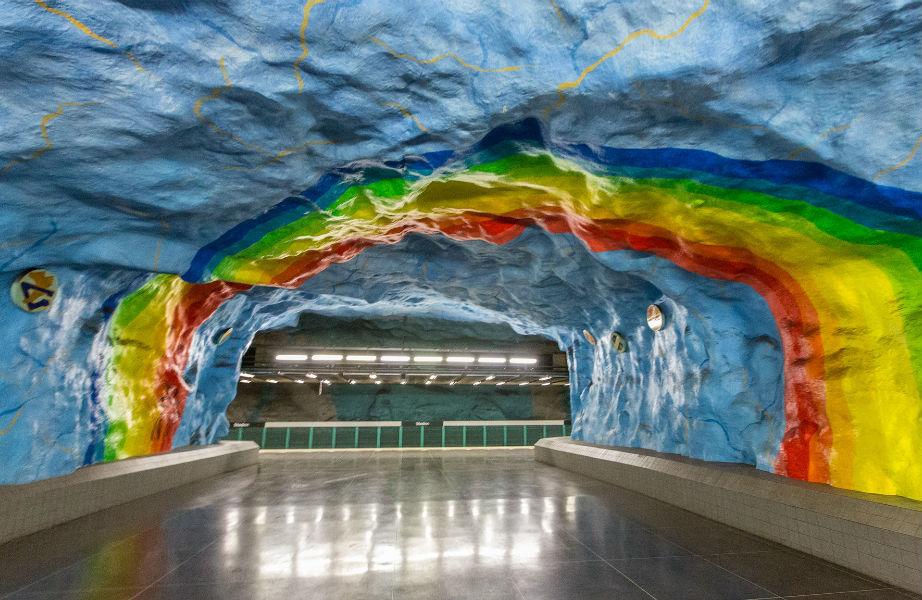 Και ουράνιο τόξο μπορείτε να δείτε στο σουηδικό μετρό!