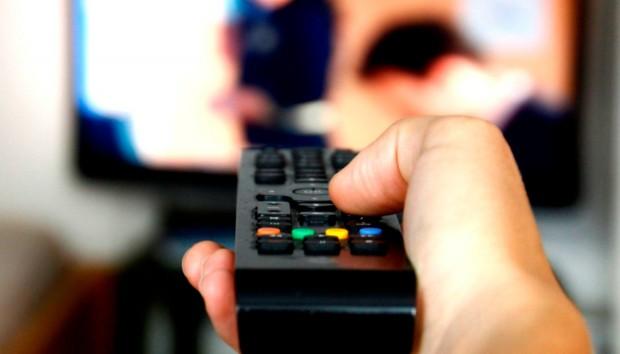 ΑΥΤΟΣ είναι ο Λόγος που η TV στην Κρεβατοκάμαρα Βελτιώνει τη Σχέση σας