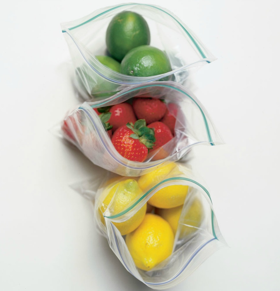 Αφήνοντας τον αέρα στο εσωτερικό της σακούλας, τα τρόφιμα χαλάνε πιο εύκολα και πιάνουν περισσότερο χώρο στο ψυγείο.