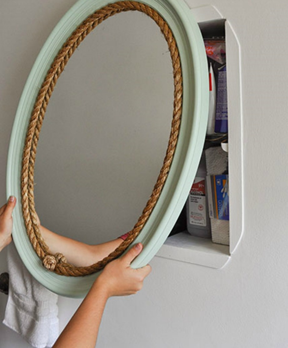 Με λίγο σχοινί και λίγο χρώμα ο καθρέφτης αλλάζει τελείως όψη.