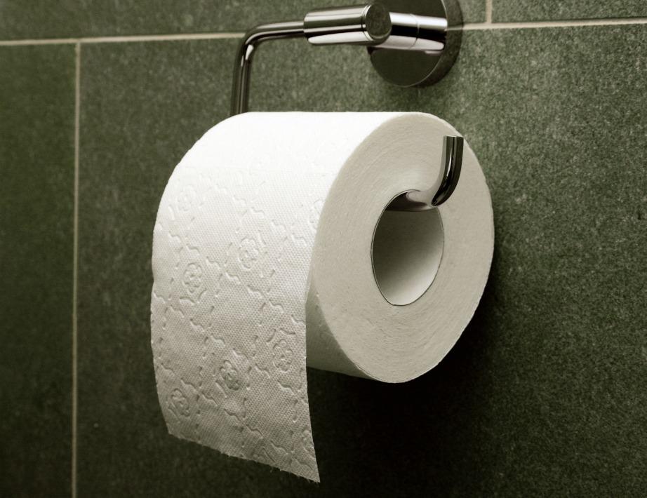 Στάζοντας λίγες σταγόνες αιθέριου ελαίου μέσα στο χαρτονάκι του χαρτιού υγείας, όλο το μπάνιο θα μοσχοβολήσει.