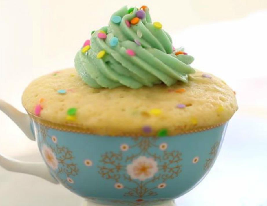 Δείτε πόσο τέλειο φαίνεται το Funfetti Cake.