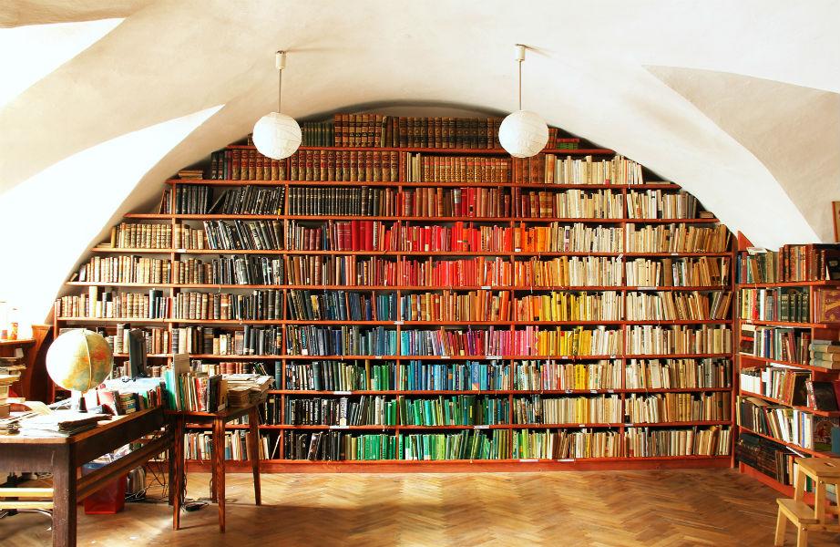 Δείτε τα βιβλία σας με διακοσμητικό μάτι.