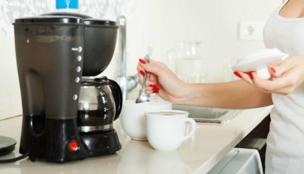 Καθαρίστε την Καφετιέρα σας Μόνο με 2 Υλικά!