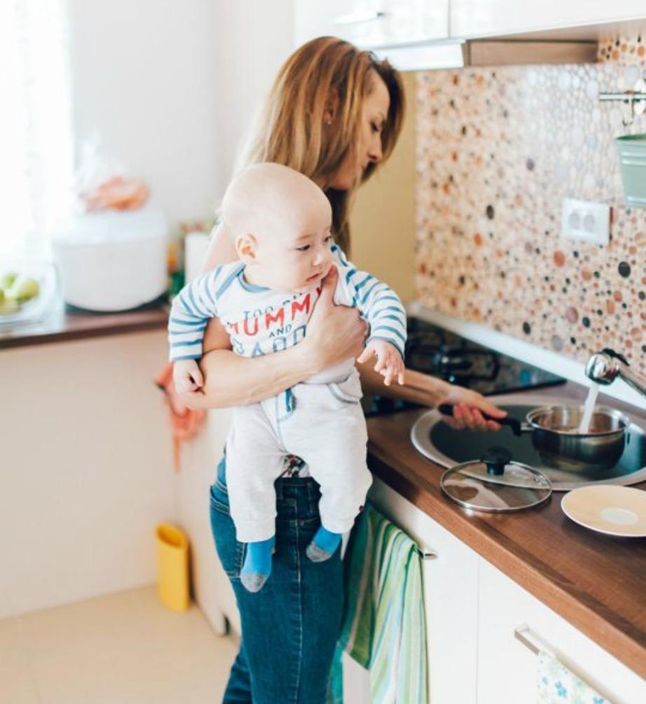 Με τη χύτρα ταχύτητας θα μαγειρεύετε πολύ πιο γρήγορα το φαγητό του μωρού σας αλλά και το δικό σας φαγητό. Επιπλέον εκεί θα μπορείτε να απολυμαίνετε τα μπιμπερό και τις πιπίλες του μωρού σας.