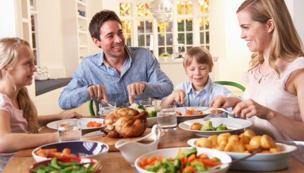 Να τι Θεωρείται Μεγάλη Αγένεια σε ένα Γεύμα