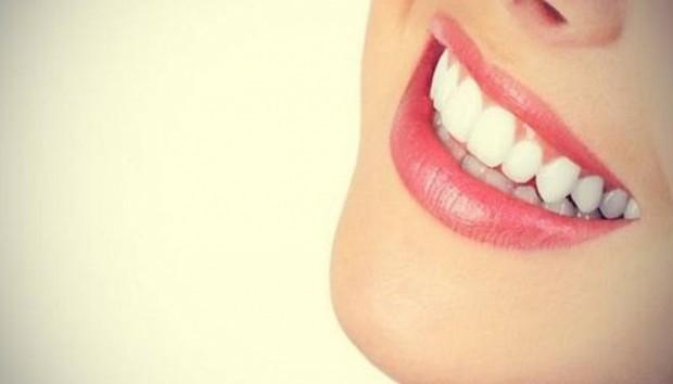 Αυτό Είναι το Μυστικό για Αστραφτερά Δόντια!