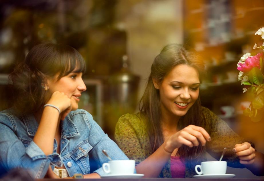 Ο καφές βοηθάει στη βελτίωση της διάθεσης. Το ίδιο και η ζεστή σοκολάτα.
