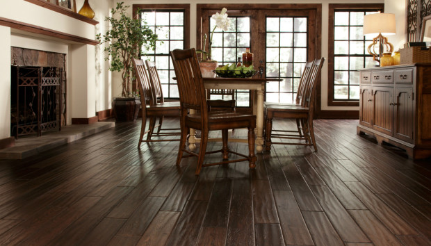 Ξύλινο Πάτωμα: 5 Tips για να το Διατηρείτε στην Εντέλεια!