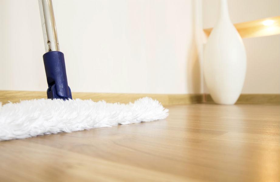 Η παρκετέζα είναι η μόνη σκούπα που πρέπει να αγγίζει το ξύλινο πάτωμά σας.