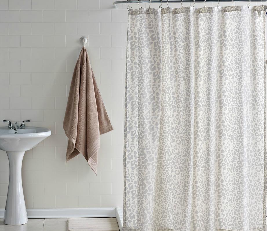 Πλύντε την κουρτίνα μπάνιου στο πλυντήριο (ελέγξτε τις οδηγίες πρώτα για να δείτε αν μπορείτε αν τη βάλετε στο πλυντήριο) μαζί με 1 φλ. μαγειρική σόδα.