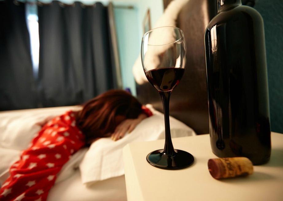 Σύμφωνα με αυτήν την έρευνα ένα ποτήρι κόκκινο κρασί πριν τον ύπνο θα σας βοηθήσει να χάσετε λίπος.