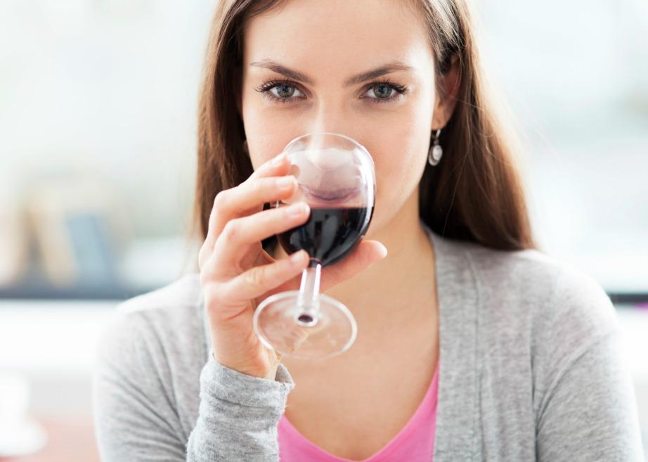 Το κόκκινο κρασί περιέχει μια ουσία που μετατρέπει το 'κακό' λίπος σε 'καλό' λίπος που χάνεται πιο εύκολα.