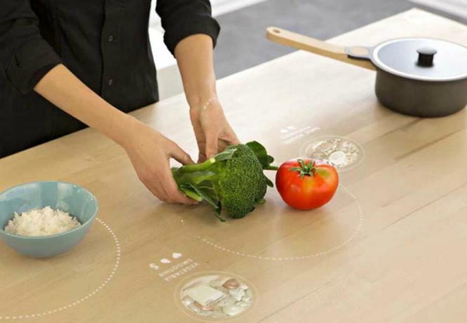 Στο τραπέζι υπάρχουν επίσης κρυφά πηνία για να μαγειρεύετε ή να ζεσταίνετε το φαγητό σας.