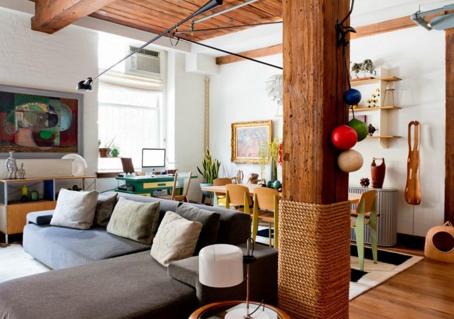 Διακοσμήστε την κολώνας σας κρεμώντας πάνω της έργα τέχνης, πίνακες ή άλλα διακοσμητικά. Μια επίσης καλή ιδέα είναι να κολλήσετε σχοινί γύρω από την κολώνα σας δίνοντάς της καλοκαιρινό στιλ.