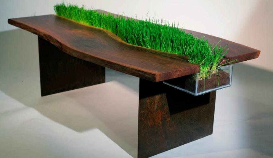 Αυτό το τραπέζι έχει ειδικό χώρο ακριβώς στη μέση για να φυτεύετε ό,τι φυτά και λουλούδια θέλετε.