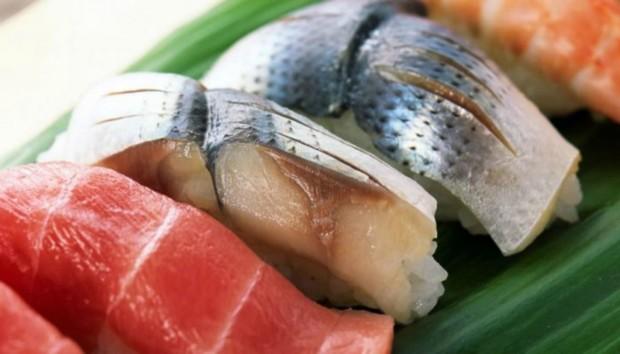 Μάθετε αν Τελικά Παχαίνει η Πέτσα από το Ψάρι και αν Είναι Καλό να την Αφαιρείτε!