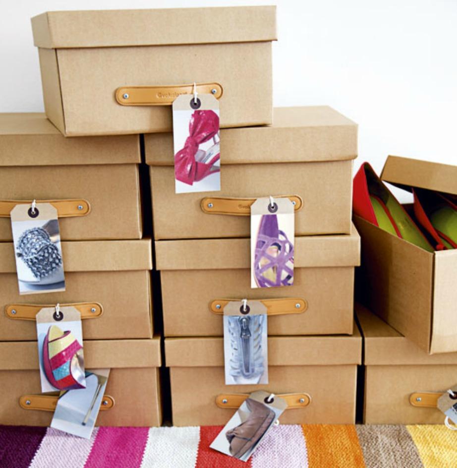 Αγοράστε ολόιδια χάρτινα κουτιά και προσθέστε ετικέτες για να ξέρετε ποια παπούτσια περιλαμβάνουν.