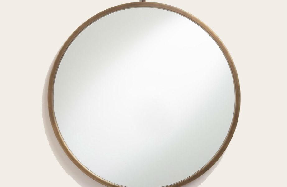 Ένας λιτός καθρέφτης θα ανανεώσει το χώρο σας εύκολα και οικονομικά.