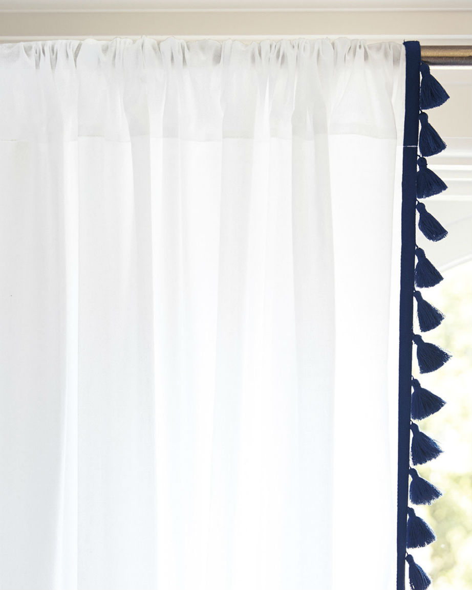 Οι αέρινες κουρτίνες θα φέρουν το φως και την άνοιξη στο υπνοδωμάτιό σας.
