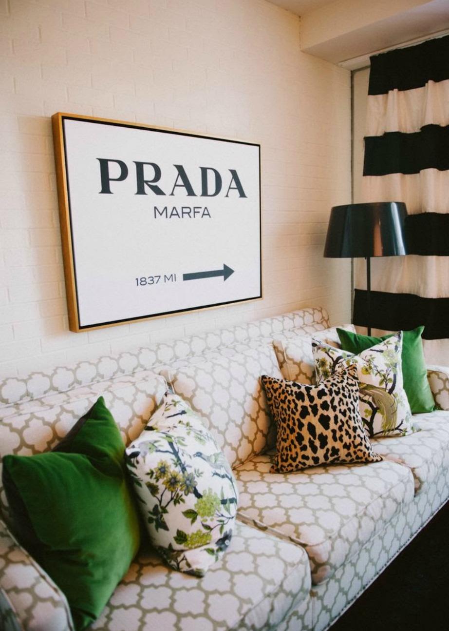 Με μερικά μαξιλάρια μπορείτε να δώσετε στιλ στον καναπέ, στο κρεβάτι αλλά και στην καρέκλα του γραφείου σας εύκολα και οικονομικά.