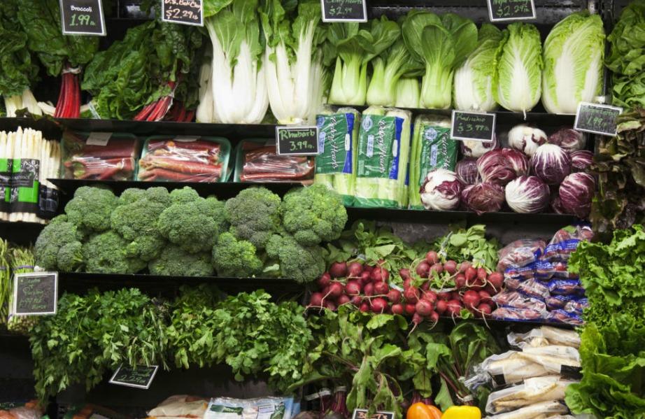 Μην αγοράζετε φρούτα και λαχανικά εκτός εποχής.
