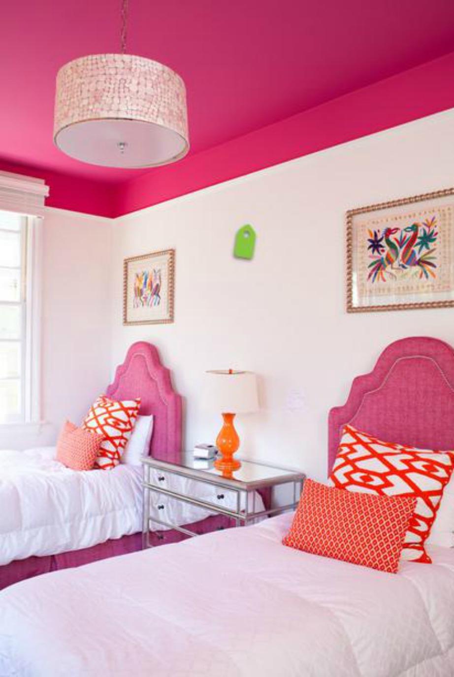 Αν θέλετε να φαίνεται το ταβάνι σας πιο χαμηλό, θα πρέπει να βάψετε τα πρώτα εκατοστά του πάνω μέρους του τοίχου σας στην ίδια απόχρωση με το ταβάνι.