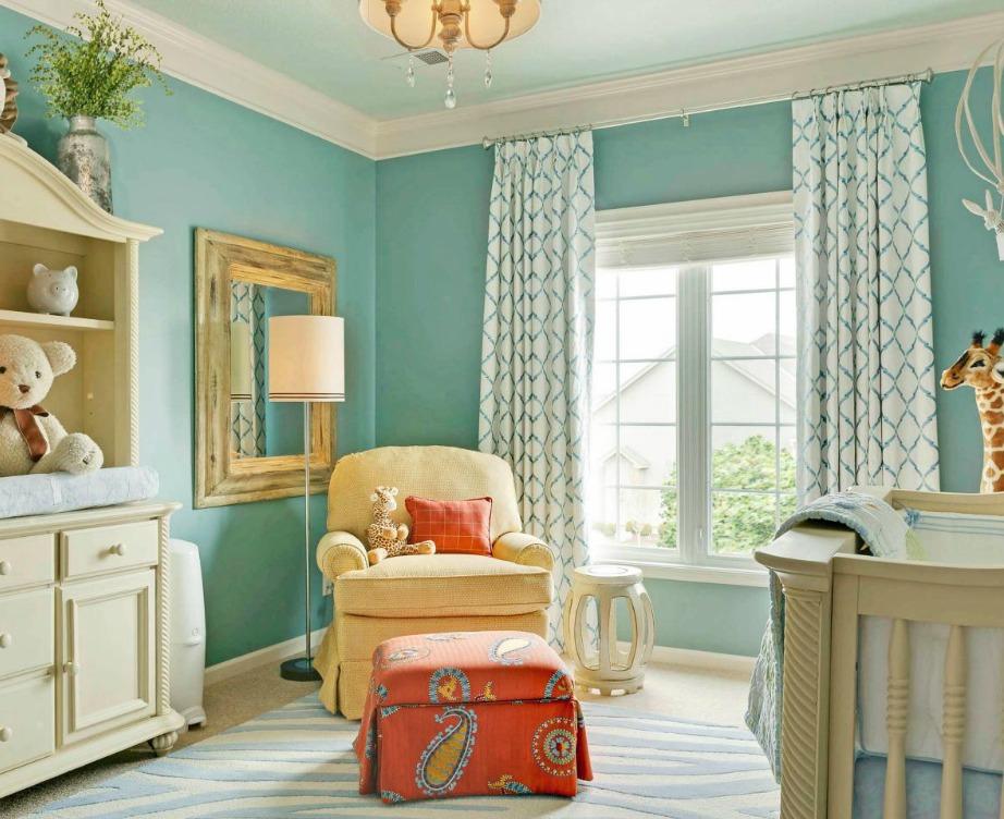 Ένα πολύ ανοιχτό πετρόλ είναι η κατάλληλη επιλογή χρώματος για το βρεφικό δωμάτιο.