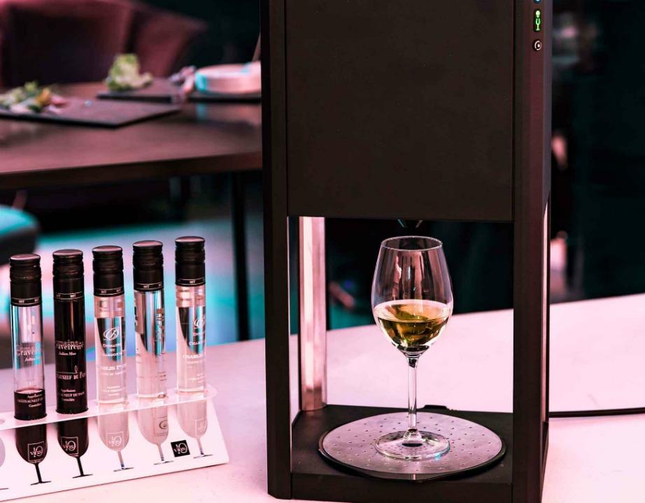 Το design της συσκευής είναι πολύ ιδιαίτερο γιατί το έχει αναλάβει μια γνωστή σχεδιάστρια μόδας.