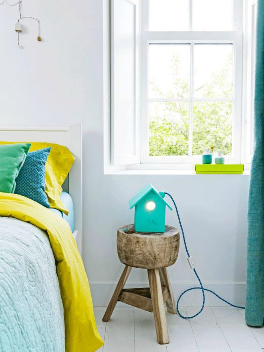 Μπορεί το κρεβάτι να μην είναι πολύχρωμο αλλά με τα κατάλληλα σεντόνια αποκτάει χρώμα και ζωντάνια.